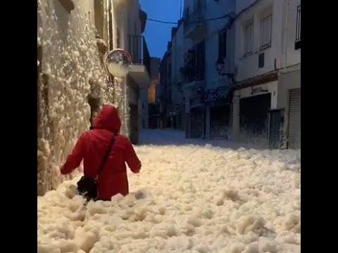 Extraña Espuma Invade las Calles en Tabasco