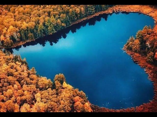 Un Extraño Lago en Forma de Corazón en Canadá